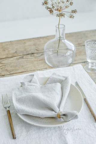 Light gray linen napkin set