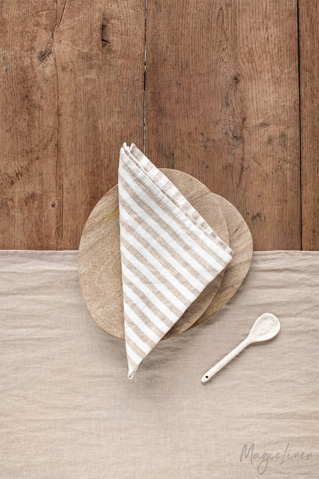 Striped in natural linen napkin set