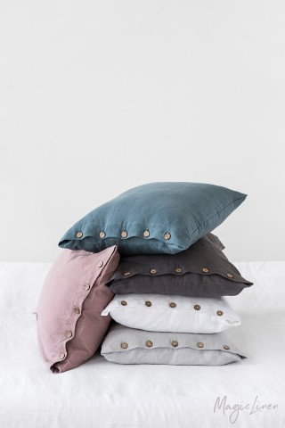 Linen pillowcase with buttons