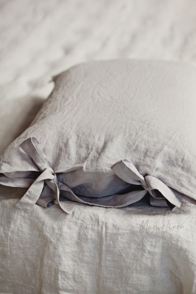 Linen pillowcase with ribbon ties