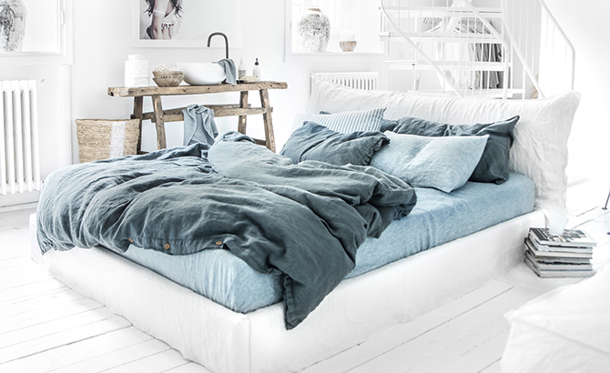 If Light Color Walls And Furniture Dominate In Your Sleeping E Diffe Shades Of Blue Will Create Focus The Room A Mixture Gray
